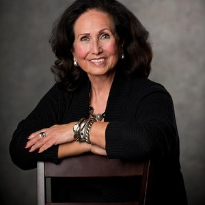 Yvonne Campos, Moderator
